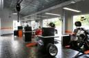Podlaha z čedičové dlažby v Harley Davidson